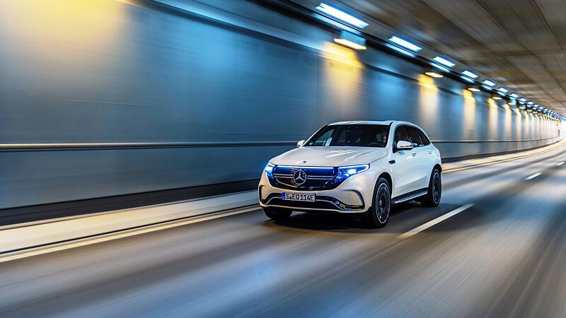 Vollelektrischer Mercedes EQC lädt nun schneller